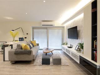 Taikoo Shing, Hong Kong Darren Design & Associates 戴倫設計 Modern living room Wood White