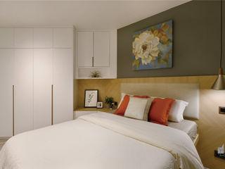 Taikoo Shing, Hong Kong Darren Design & Associates 戴倫設計 Modern style bedroom Wood White