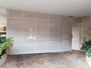 PUERTAS AUTOMÁTICAS GROSSMANN Front doors Metal White