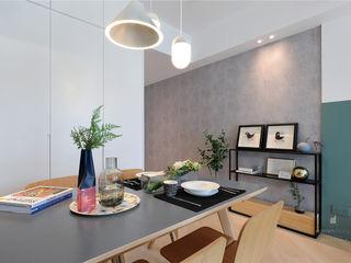 One Kai Tak, Hong Kong Darren Design & Associates 戴倫設計 Modern dining room Wood Grey