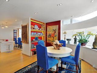 Grand House At Repulse Bay Road,Hong Kong Darren Design & Associates 戴倫設計 Modern dining room Wood Wood effect