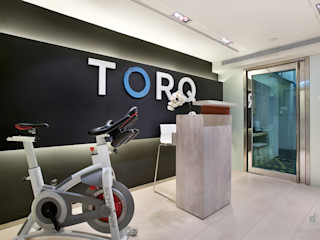 TORQ Fitness, Hong Kong Darren Design & Associates 戴倫設計 Modern gym White