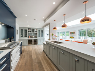 Bespoke hand painted kitchen in Navy and Grey with Copper and orange highlights by Christopher Howard Christopher Howard Built-in kitchens Grey
