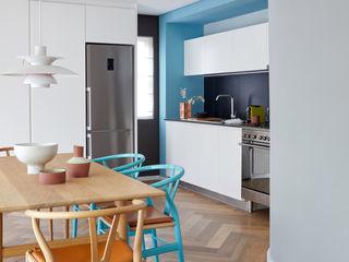 Restyling e Color Design per Appartamento a Città del Capo Alessandra Pisi / Pisi Design Architetti Soggiorno moderno