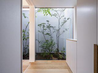 キリコ設計事務所 Couloir, entrée, escaliers modernes Blanc