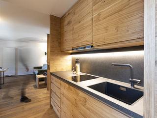 S.N.O.W. Planungs und Projektmanagement GmbH Kitchen units