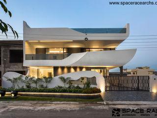 SPACE RACE ARCHITECTS Casas minimalistas