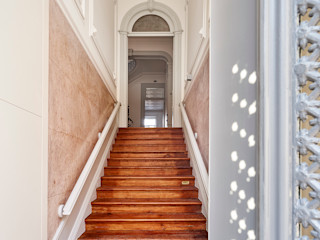 Atelier d'Arquitetura Lopes da Costa Koridor & Tangga Modern