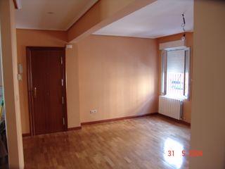 Reforma de Apartamento ESTUDIO FRANCIA INTERIORISMO Salones de estilo moderno