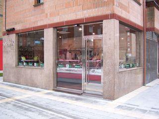 Proyecto y Ejecución de Carnicería Charcutería con Obrador ESTUDIO FRANCIA INTERIORISMO Centros comerciales de estilo moderno
