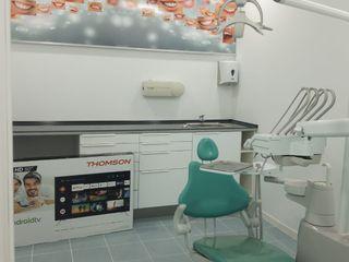 Proyecto y Ejecución Clínica Dental ESTUDIO FRANCIA INTERIORISMO Clínicas de estilo minimalista