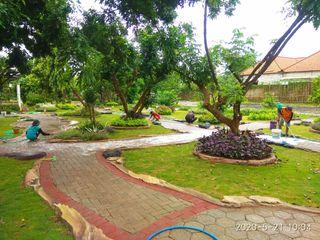 Tukang Taman Surabaya - Tukang Taman Bermain dan Rekreasi Tukang Taman Surabaya - Tianggadha-art Pondok taman Batu Kapur Multicolored