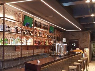 """Proyecto y ejecución de Obra de local de Hostelería. Bar """"Life Bilbao"""" ESTUDIO FRANCIA INTERIORISMO Bares y clubs de estilo industrial"""