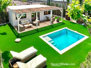Bungalow premium con piscina NavarrOlivier Hoteles de estilo rústico Madera Blanco
