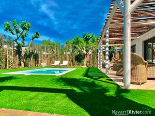 Bungalow premium con piscina NavarrOlivier Hoteles de estilo rústico Madera Beige