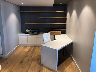 Just Interior Design Oficinas de estilo minimalista
