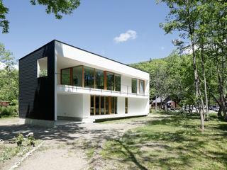 063大町青木湖Yさんの家 atelier137 ARCHITECTURAL DESIGN OFFICE 北欧風 家 ガラス 白色