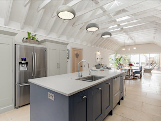 Bespoke Kitchen in a Shaker Industrial Style by Christopher Howard Christopher Howard Built-in kitchens Quartz Blue