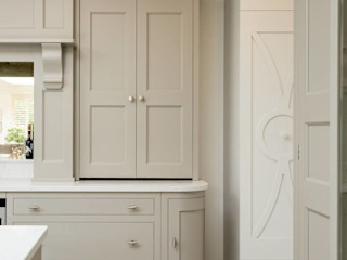 Classic kitchen in Grey by Christopher Howard Christopher Howard KitchenCabinets & shelves Wood Grey