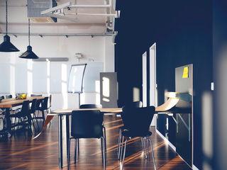 Moderne Bürofläche im Industriecharakter hysenbergh GmbH   Raumkonzepte Duesseldorf Industriale Bürogebäude Holz-Kunststoff-Verbund Schwarz