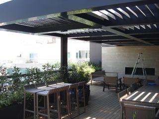 INGENIERIA Y DISEÑO EN CRISTAL, S.A. DE C.V. Balcones y terrazas de estilo moderno Aluminio/Cinc Negro