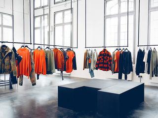 Tigha - Preach Showroom hysenbergh GmbH   Raumkonzepte Duesseldorf Industriale Geschäftsräume & Stores
