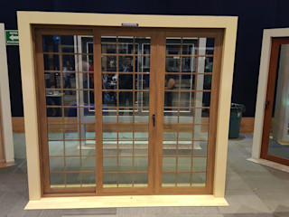 INGENIERIA Y DISEÑO EN CRISTAL, S.A. DE C.V. Puertas de cristal Aluminio/Cinc Acabado en madera