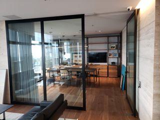 INGENIERIA Y DISEÑO EN CRISTAL, S.A. DE C.V. Estudios y despachos de estilo moderno Aluminio/Cinc Negro