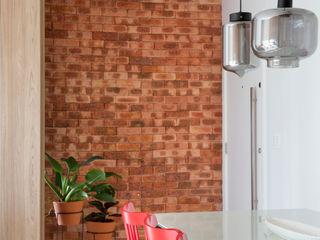 Apartamento Botafogo fpr Studio Corredor, vestíbulo e escadasAcessórios e decoração Tijolo Vermelho