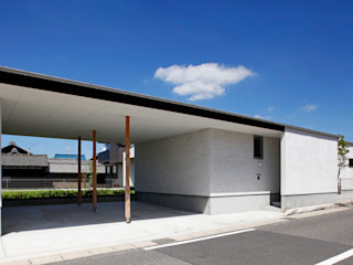 自然と寄り添うコの字型平屋 kisetsu 木造住宅 木 白色