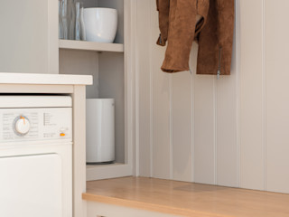 Bespoke utility and boot room by Christopher Howard Christopher Howard Built-in kitchens Wood White