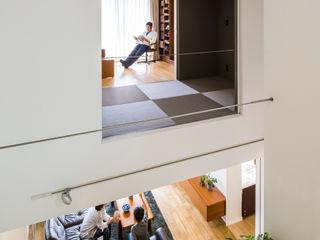 音風を感じる家 murase mitsuru atelier モダンデザインの リビング