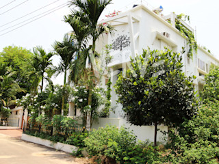 A Villa in Bangalore VERVE GROUP Front yard Wood White