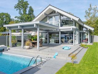 Musterhaus Rösrath bei Köln DAVINCI HAUS GmbH & Co. KG Gartenpool Holz Grau