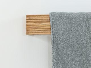 EN SUITE BAD Eva Lorey Innenarchitektur Minimalistische Badezimmer Massivholz Weiß