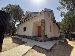 GF CONSTRUCCIÓN SOSTENIBLE S.L.U Dom jednorodzinny Cegły