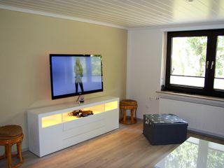 Neugestaltung einer 60 qm Wohnung wohnausstatter Moderne Wohnzimmer Mehrfarbig