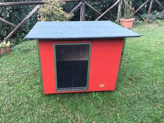 Cuccia per cani da esterno coibentata - Basic Pet House Design® Giardino roccioso Legno Rosso