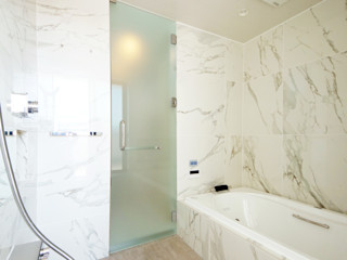 TERAJIMA ARCHITECTS/テラジマアーキテクツ Casas de banho modernas Azulejo Branco