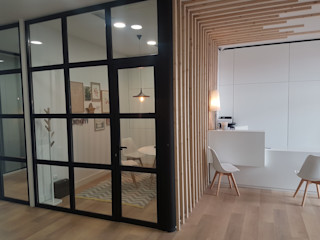 Reforma clínica dental en Pontevedra ARDEIN SOLUCIONES S.L. Clínicas de estilo industrial Derivados de madera Acabado en madera