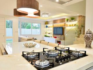 Graça Brenner Arquitetura e Interiores Armários de cozinha Granito Bege