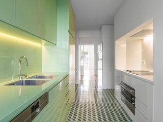 Apartamento Jardim das Amoreiras Padimat Design+Technic Armários de cozinha Cerâmica Multicolor