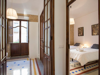 Valencia Architects Small bedroom Solid Wood Brown