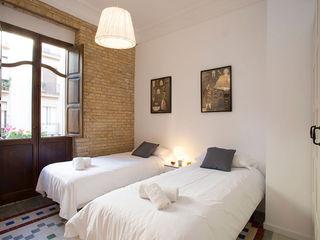 Valencia Architects Small bedroom Bricks White