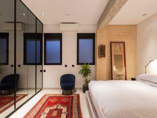 Valencia Architects Small bedroom Bricks Black