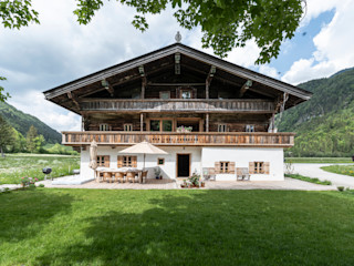 S.N.O.W. Planungs und Projektmanagement GmbH Country house Wood Brown