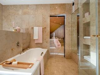 Cornelia Augustin Home Staging Ванная комната в стиле модерн