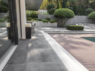 METTEN Stein+Design GmbH & Co. KG Balkon, Beranda & Teras Modern Beton