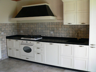 Cucina Arredamenti Caneschi srl Cucina in stile rustico Legno Bianco