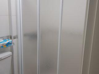 好室科技 - 隱形鐵窗 鋼鋁門窗 格柵欄杆 採光遮罩 淋浴拉門 摺紗門窗 智慧家庭 Ванна кімната